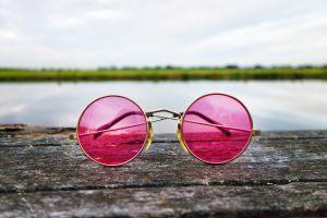 Het leven door een oranje, blauwe of roze bril...